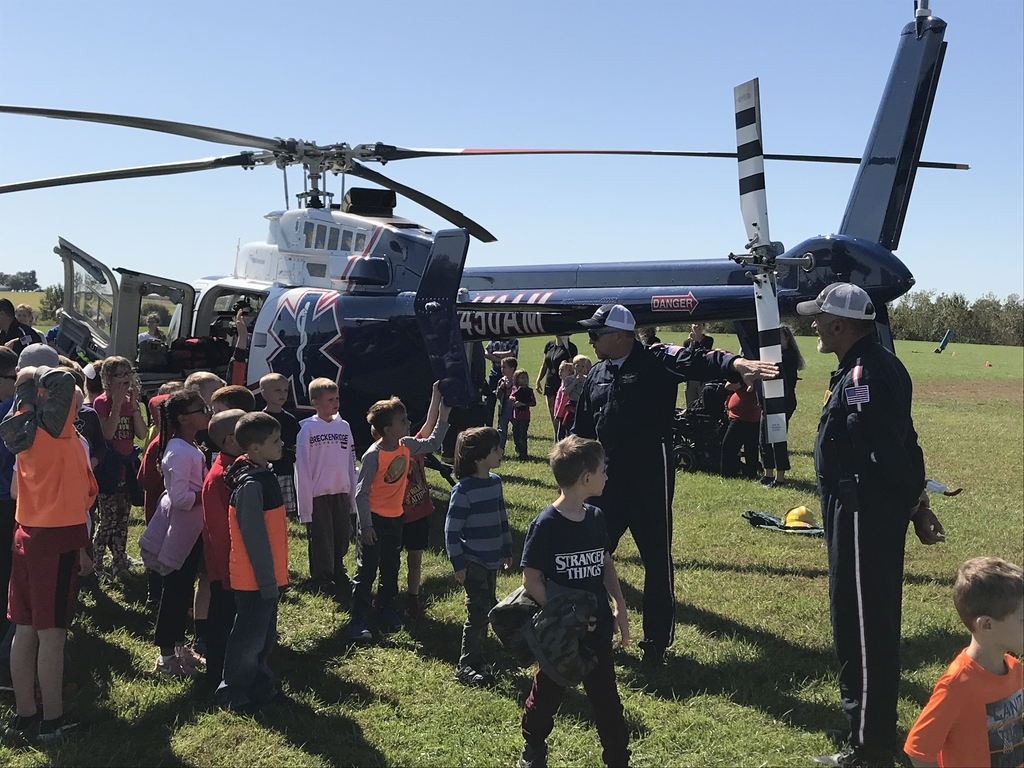 Students getting to know the helicopter